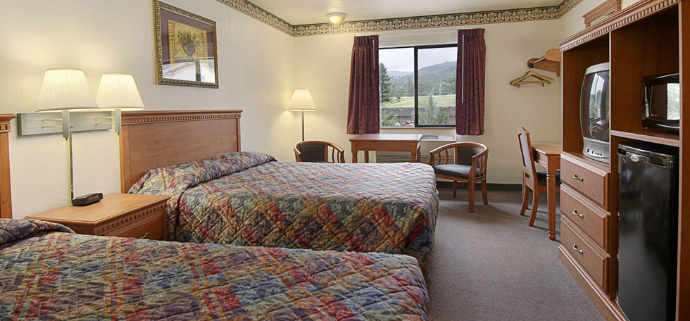 Guest room at the Super 8 Grants Pass in Grants Pass, Oregon